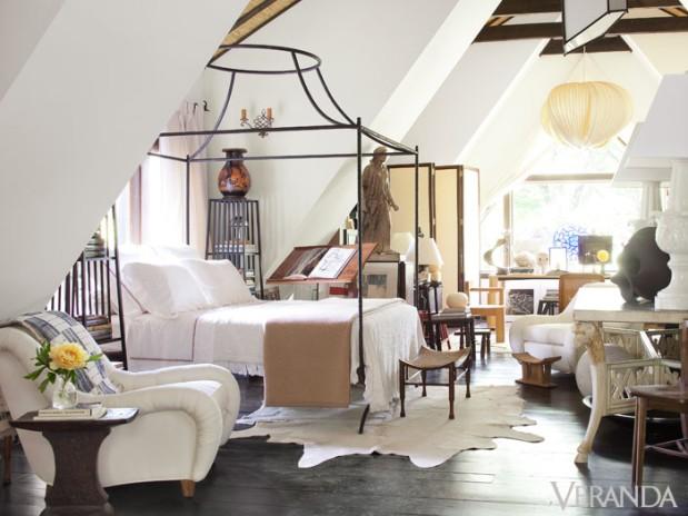 1428603096-540f5804da8eb-vdx-05-metal-canopy-bed-guest-house-designer-juan-montoya-0313-msc